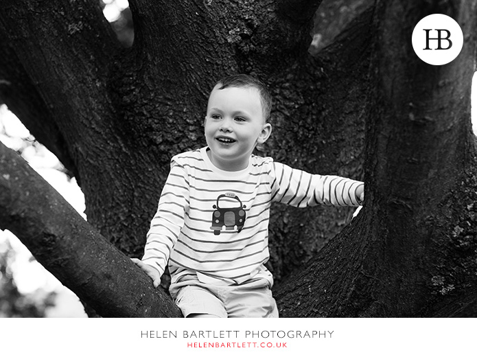 blogImageboy-in-tree-family-photography-hampstead-20