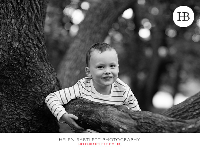 blogImageboy-in-tree-family-photography-hampstead-23