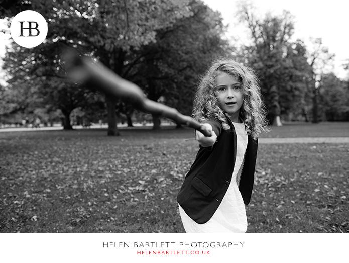 blogImagefun-natural-photographs-children-family-kensington-27