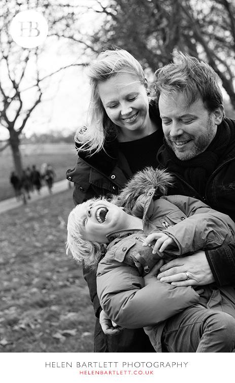 blogImagefamily-photography-primrose-hill-regents-park-london-31