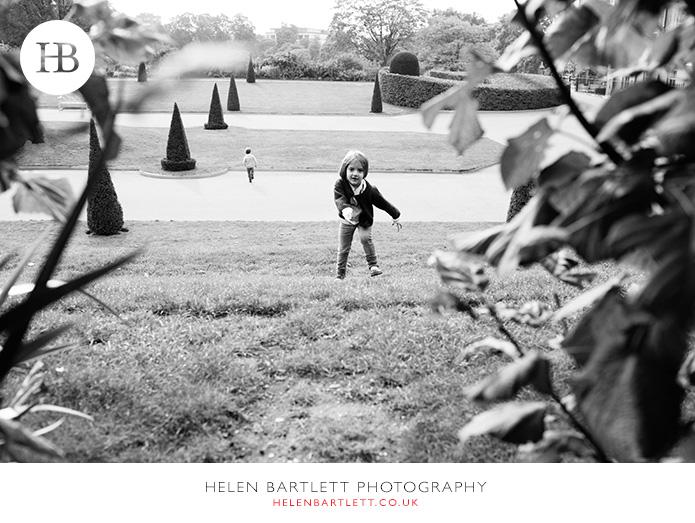 blogImagefamily-photo-shoot-kensington-london-top-photographer-23