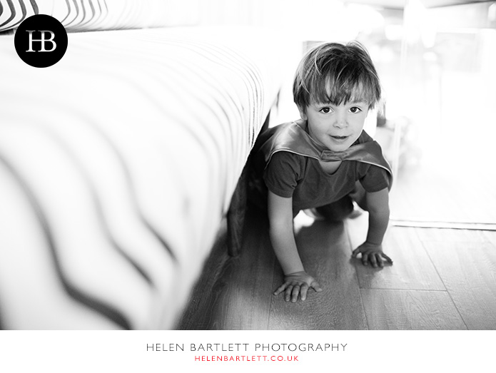 blogImageplaying-under-the-table-child-portrait-notting-hill-1