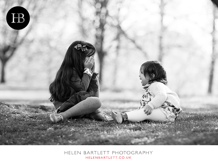 blogImagepeek-a-boo-family-photography-st-james-park-1
