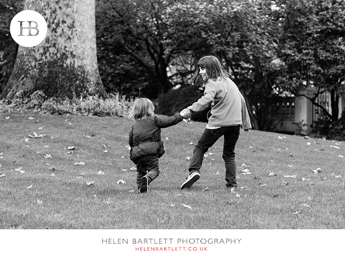 blogImagefamily-photography-in-black-and-white-notting-hill-24