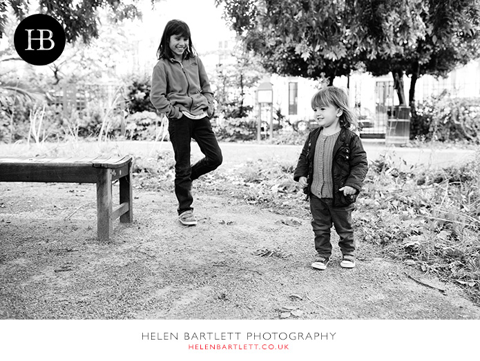blogImagefamily-photography-in-black-and-white-notting-hill-25