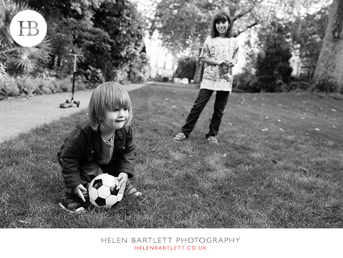 blogImagefamily-photography-in-black-and-white-notting-hill-28