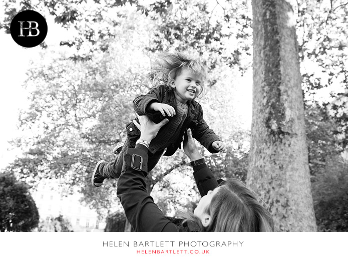 blogImagefamily-photography-in-black-and-white-notting-hill-29