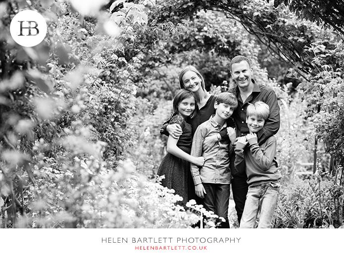 blogImagefamily-photos-older-children-teenagers-kensington-28