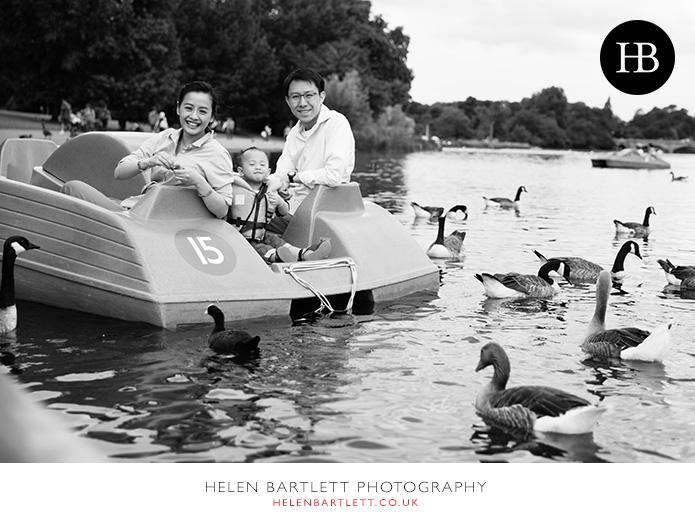 blogImagefeeding-the-ducks-hyde-park-family-photo-shoot-1