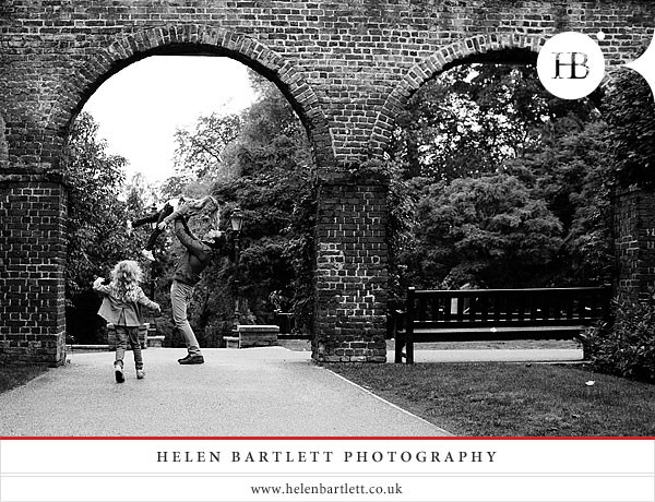 blogImagechildren-and-family-photography-holland-park-london-21