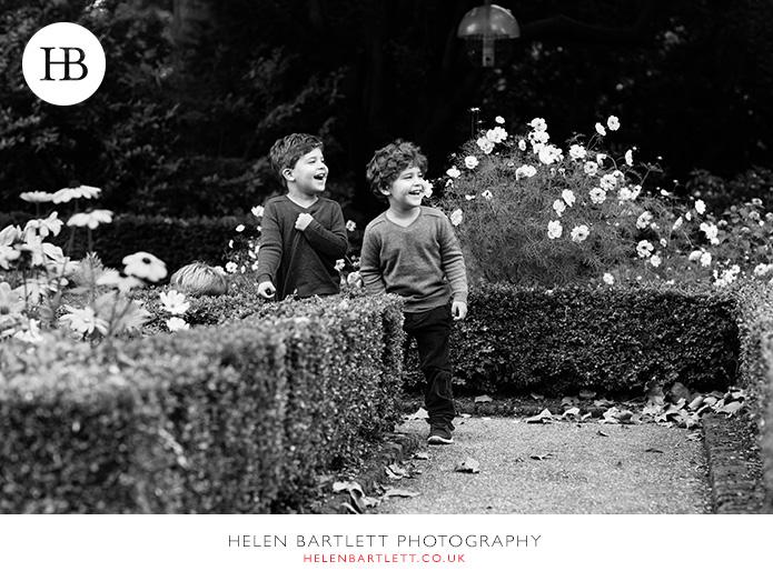 blogImagekensington-holland-park-w11-family-photography-17