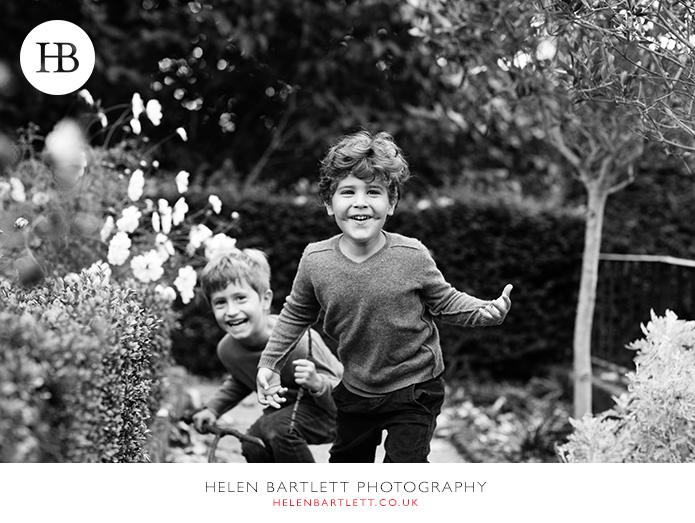 blogImagekensington-holland-park-w11-family-photography-19