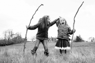 Sisters march into a family portrait shoot with tree branches as spears.