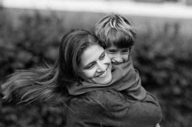 A mother and her son in a London portrait session during their holiday to the UK capital. The portrait is by UK portrait photographer Helen Bartlett.