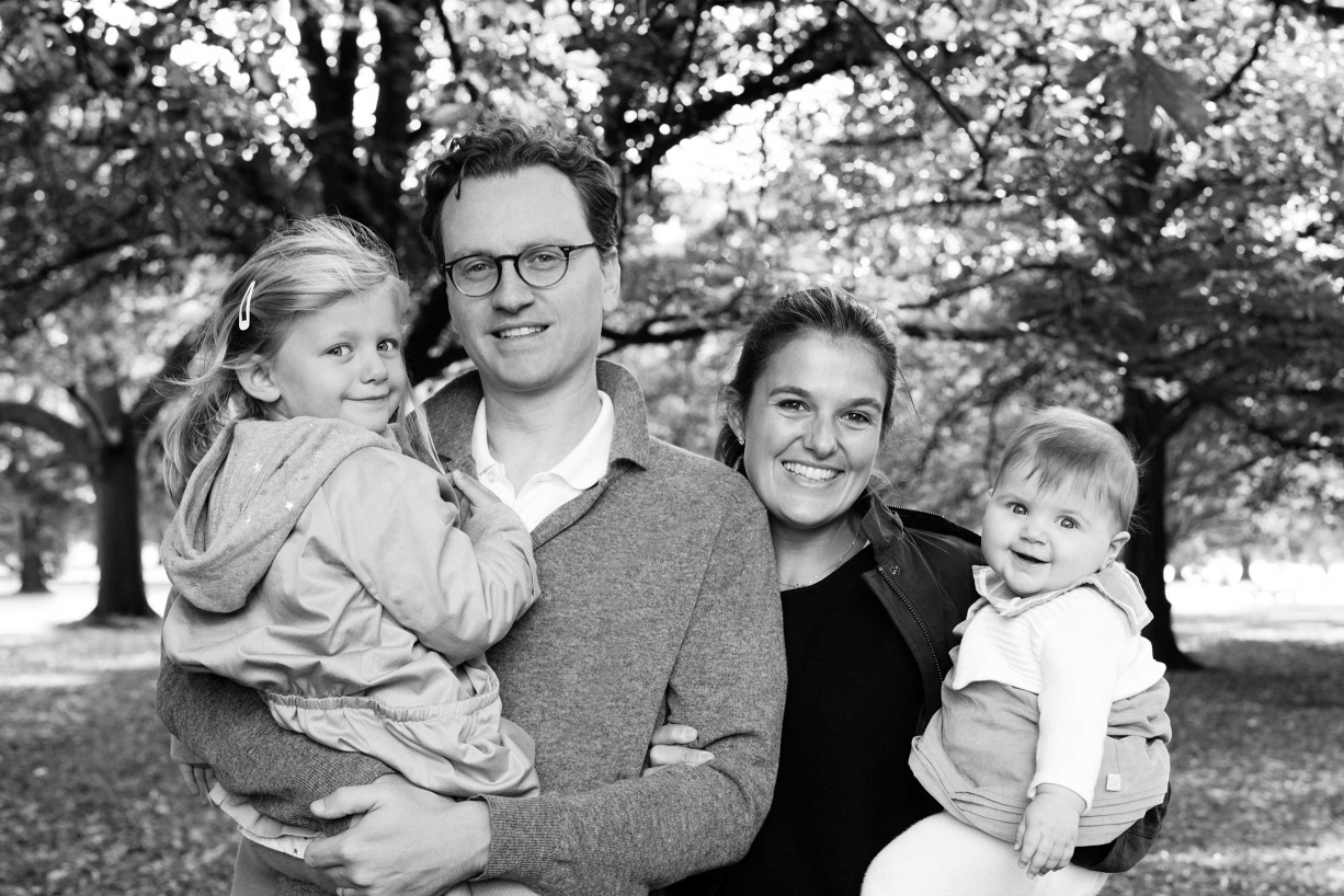This Dulwich family photo in black and white is of two parents and their two children.