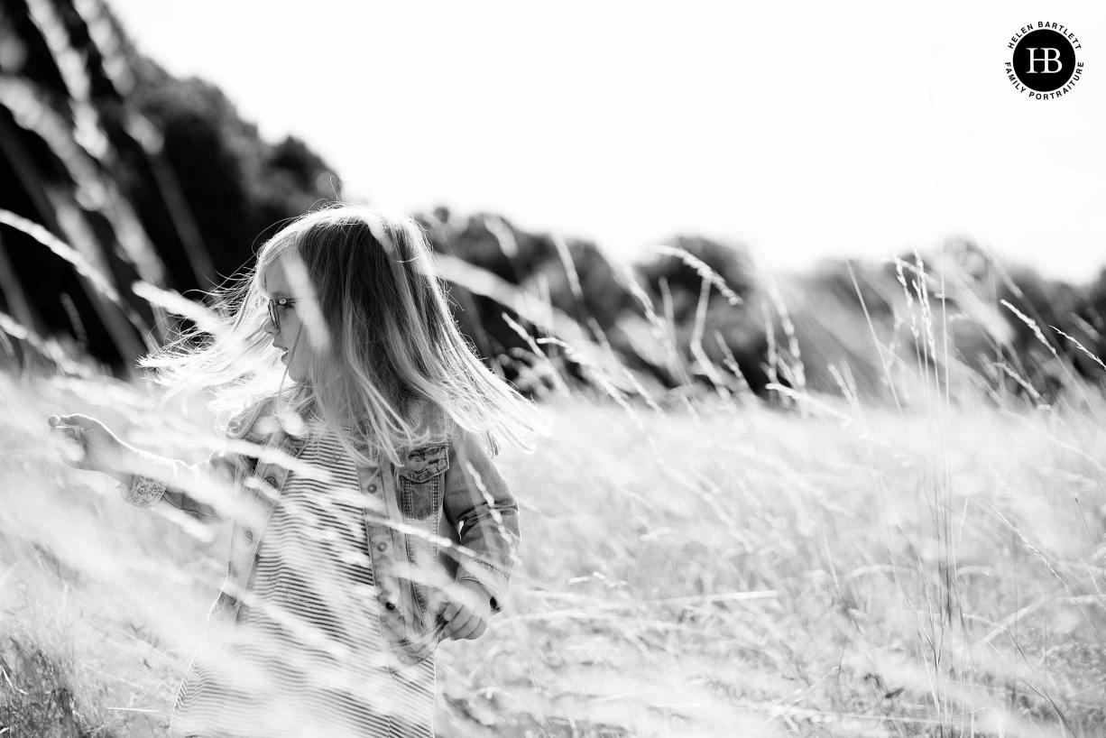 girl-plays-field-shows-quality-canon-rf-50mm-lens