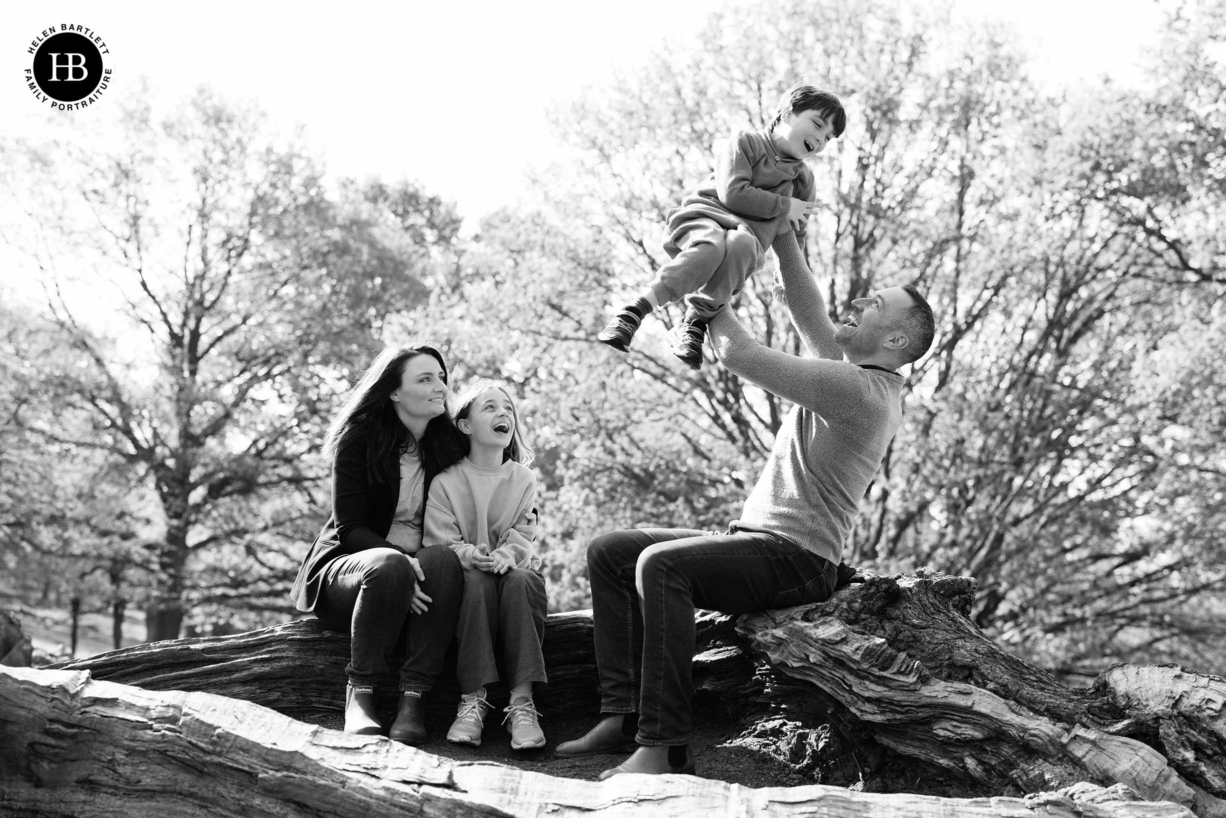 relaxed-professional-family-photograph-in-richmond-park