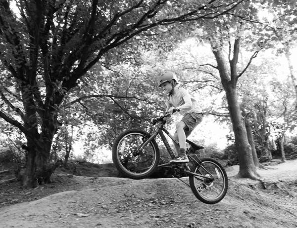 eos-r3-child-on-bike