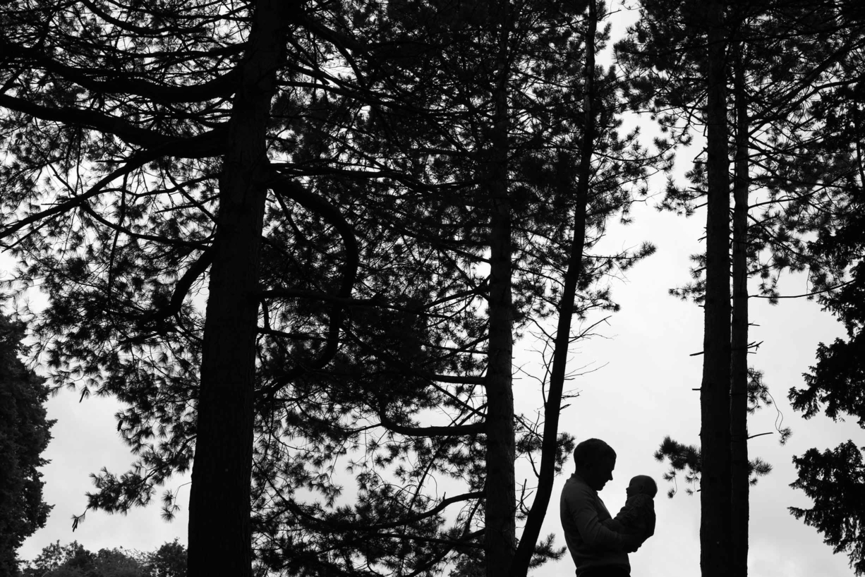 silhouette-father-daughter-woodland