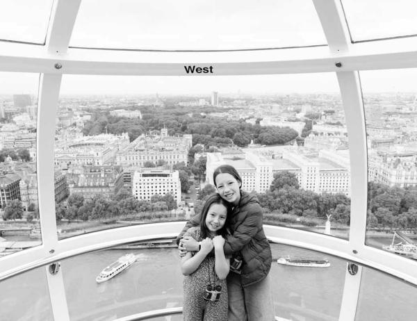 family-photo-shoot-on-london-eye